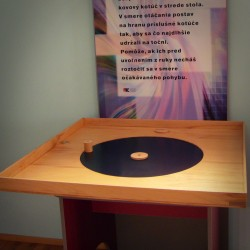 The rotating turntable