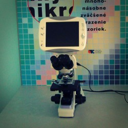 Biological digital microscope